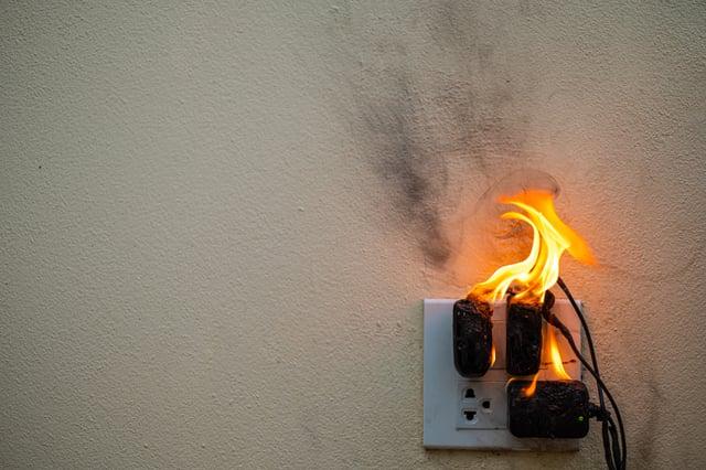 <p>Smart smoke alarms UK: what do you need to keep your home safe? </p>