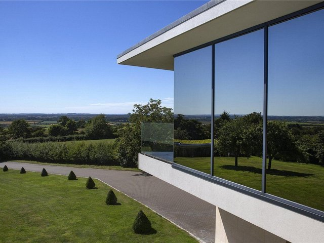 The Glass House, Chilton Road, Long Crendon, Aylesbury. Photos: Zoopla
