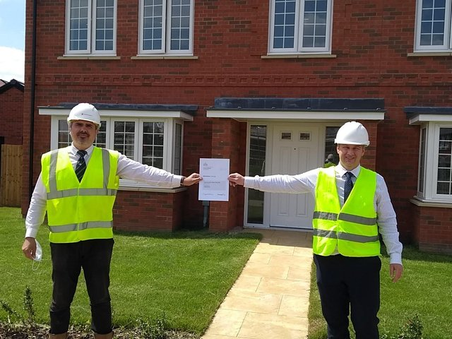 Regional winning site manager Sergiu Cantoriu, and Persimmon Homes North London MD Karl Endersbuy at Sycamore Rise in Thame