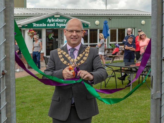 The Mayor of Aylesbury, Councillor Anders Christensen cuts the ribbon to officially open the club's new courts (Picture by gordon@pinkbee.media)